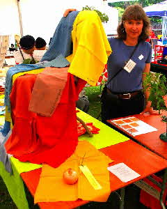 Teresinha demonstrating natural dyed fabric