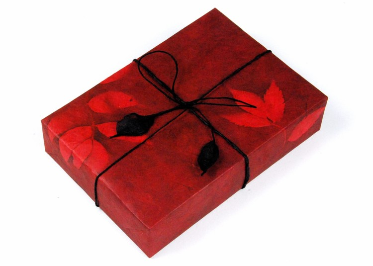 giftwrapped-present-romantic-red-lokta-1501